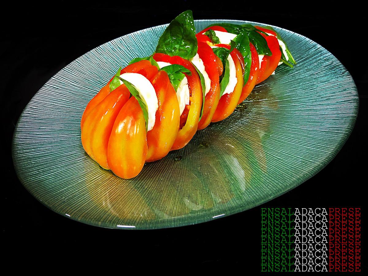 La ensalada caprese, capri o simplemente caprese es una ensalada típica de Nápoles. Combina a la perfección el sabor, el aroma, el color y el valor nutricional. Ideal para verano.